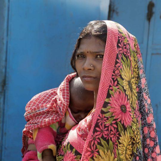 vrouw met baby in Utar Pradesh