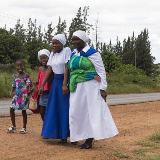 Op zondag uit de kerk in Zuid-Afrika